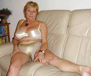 Chubby granny housewife shows her huge vaginal hole