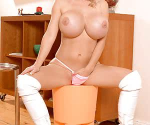 Related gallery: annina-ucatis (click to enlarge)